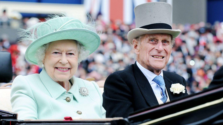 Isabel II y su marido, Felipe de Edimburgo. (EFE)