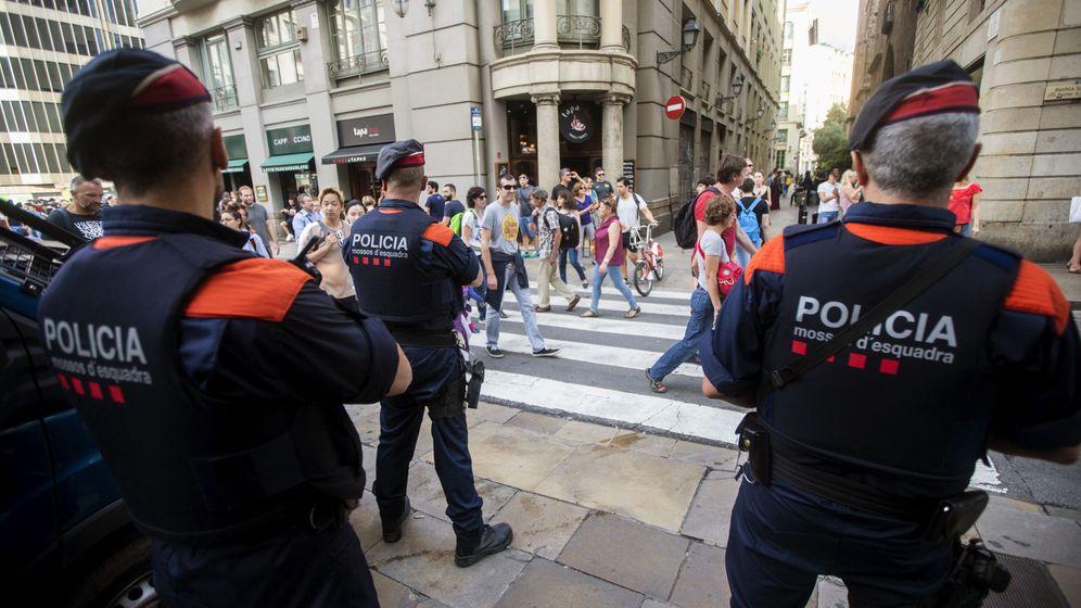 Foto: Mossos controlan el tránsito de manisfestantes (EFE)