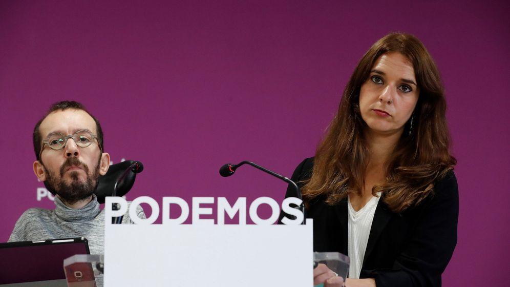 Foto: El secretario de Organización y Acción de Gobierno de Podemos, Pablo Echenique, junto a la coportavoz de Podemos Noelia Vera. (EFE)