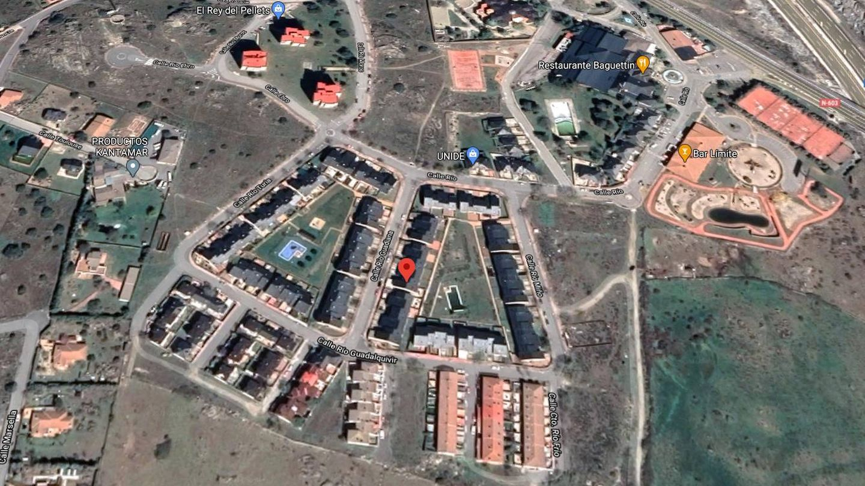 Imagen aérea de las viviendas unifamiliares que salen a subasta.