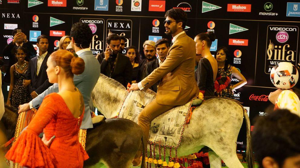 Burros, desmayos, sevillanas tatuadas y mariachis en los Oscar de Bollywood