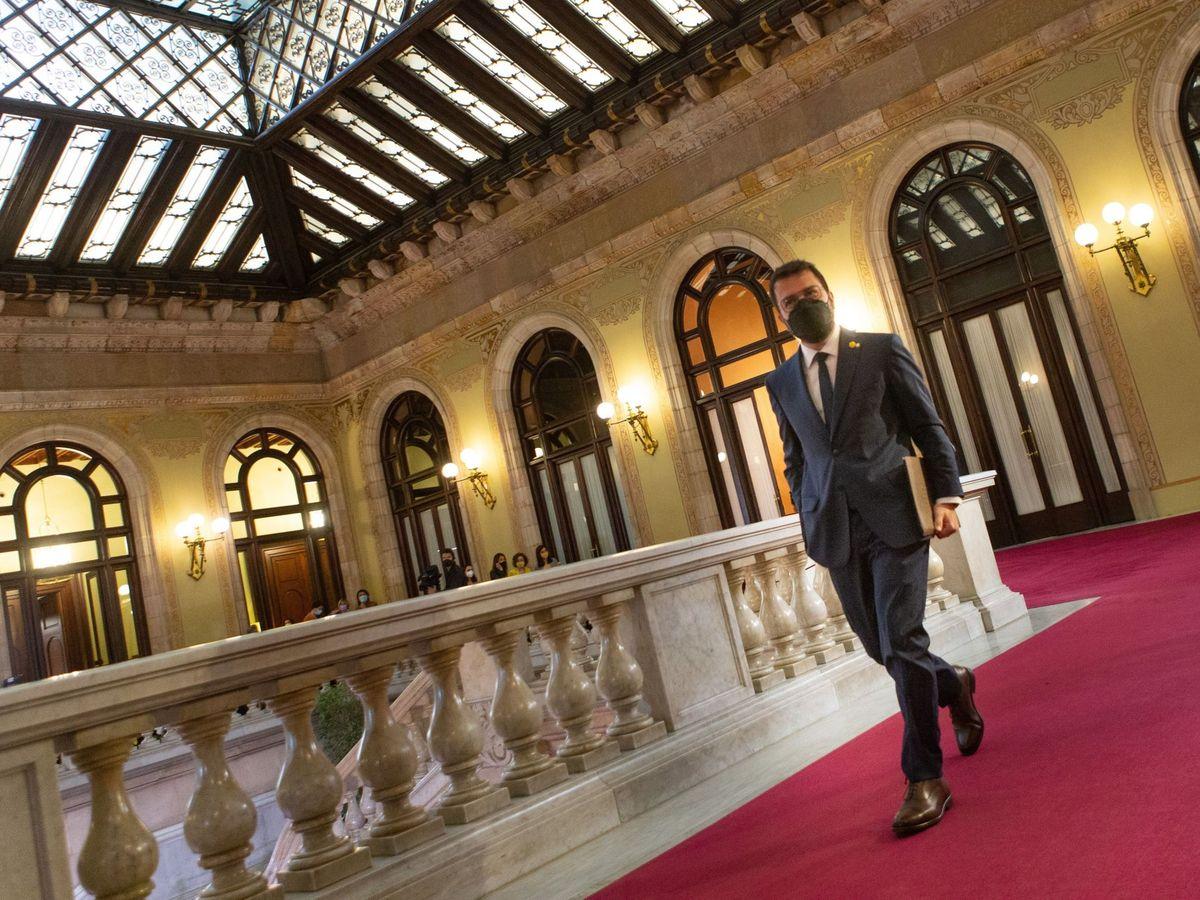 Foto: Pere Aragonès, a su llegada al Parlament. (EFE)