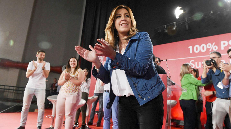 Susana Díaz saluda a los militantes y simpatizantes congregados este 18 de abril en el auditorio Paco de Lucía de Alcalá de Henares. (EFE)