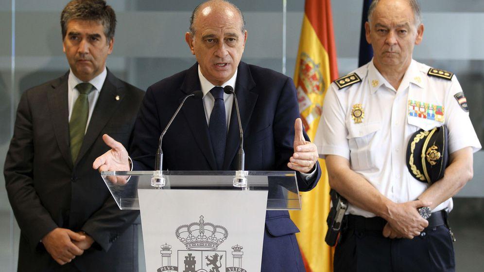 Foto: Eugenio Pino, a la derecha, junto al exministro Jorge Fernández Díaz y al exdirector de la Policía Ignacio Cosidó. (EFE)