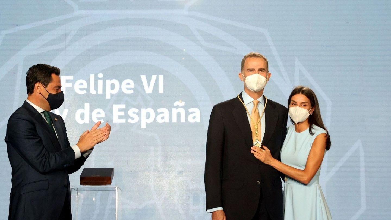 Los reyes Felipe y Letizia, durante la entrega de la Medalla de Honor de Andalucía. (EFE)
