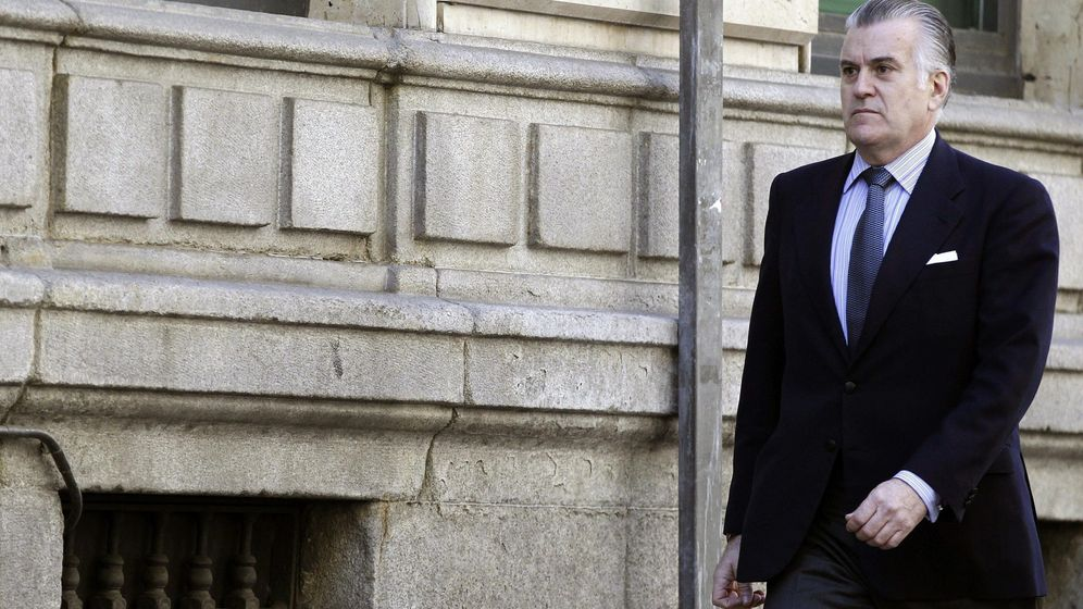Foto: Bárcenas firma en la audiencia nacional