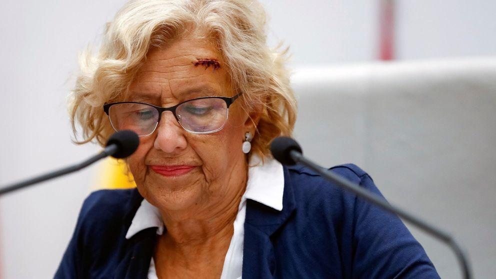 La lesión de Carmena agita a la oposición ante la dificultad de ir al 'cuerpo a cuerpo'