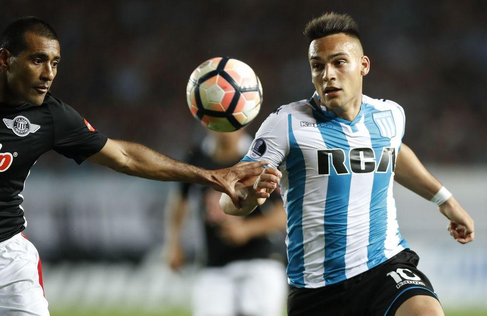 Foto: Lautaro Martínez, durante un partido de Racing Club. (EFE)