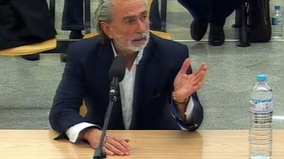 Foto: Imagen de televisión de la señal institucional de la Audiencia Nacional del cabecilla de la Gürtel, Francisco Correa. (EFE)