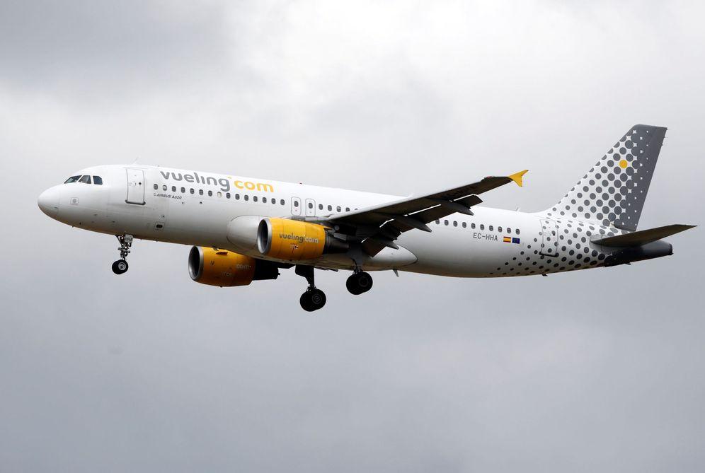 Foto: Vueling es una de las aerolíneas que ofrece cambios de vuelo gratuitos a los afectados. (Reuters)