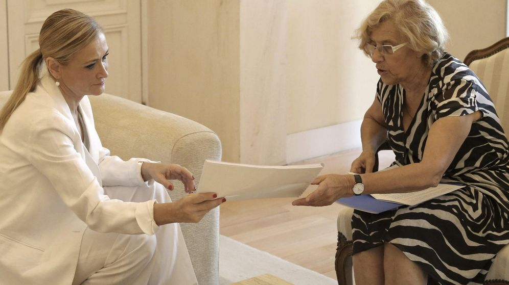 Foto: Cristina Cifuentes y Manuela Carmena durante un encuentro el pasado mes de julio. (EFE)
