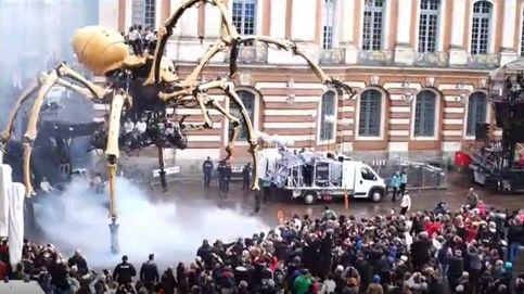 Una araña mecánica gigante y un minotauro robótico invaden las calles de Toulouse
