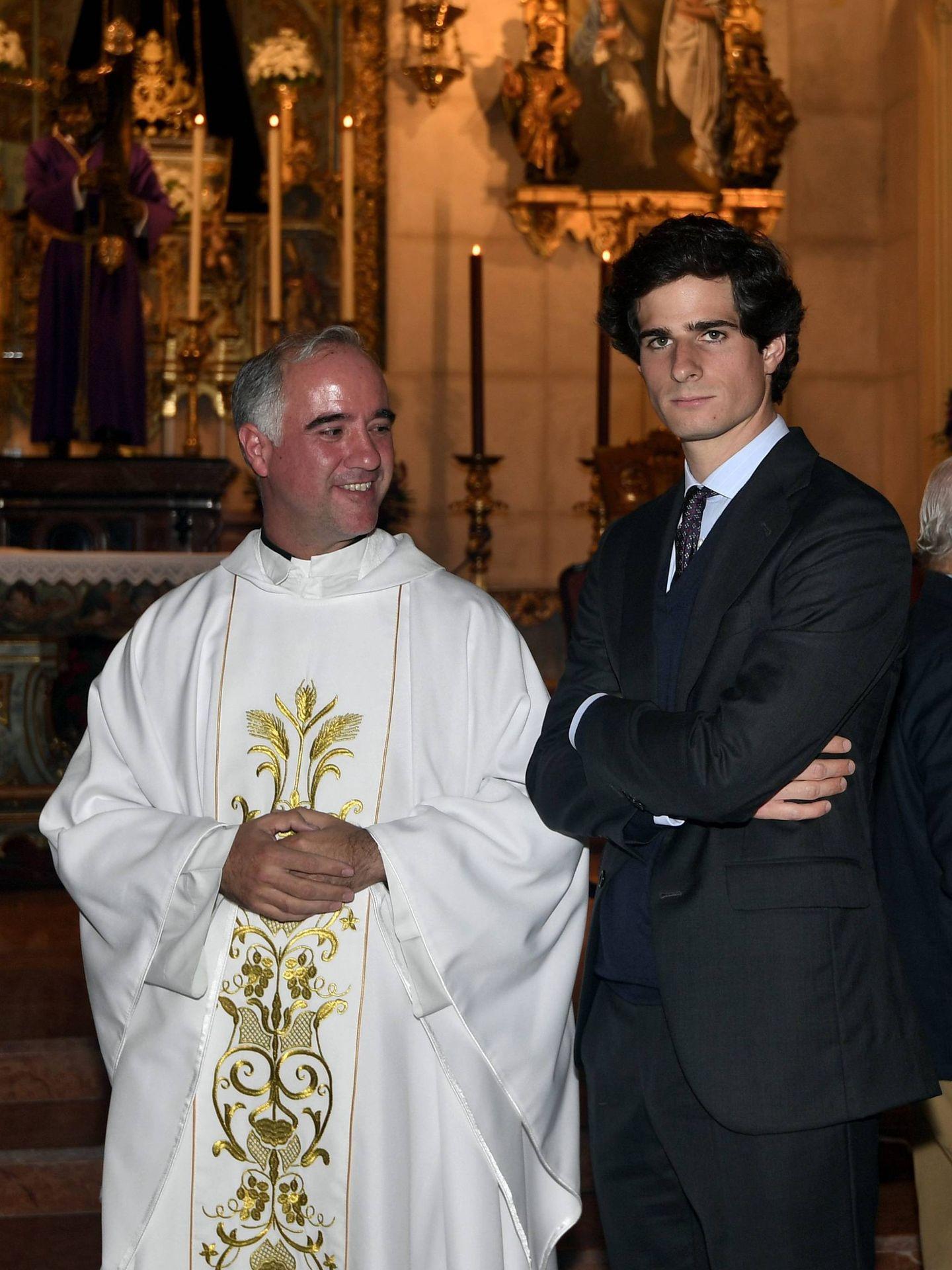 Fernando Fitz-James y el padre Sánchez-Dalp. (Cordon Press)