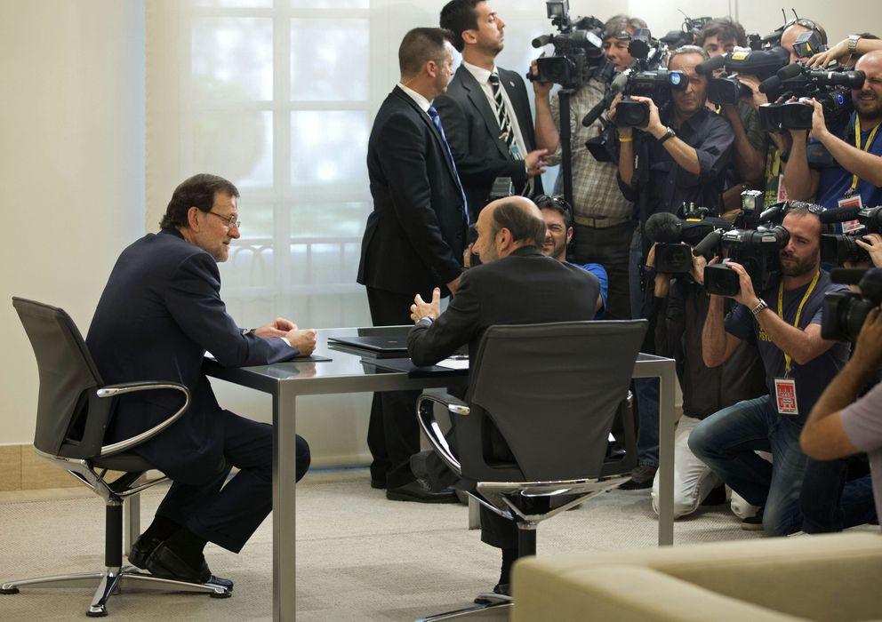 Foto: Fotografía de archivo del presidente del Gobierno, Mariano Rajoy, y el secretario general del PSOE, Alfredo érez rubalcaba. (efe)