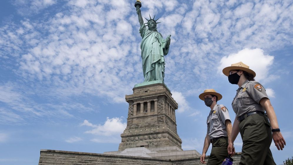 Foto: Liberty island reopens to visitors for first time since march
