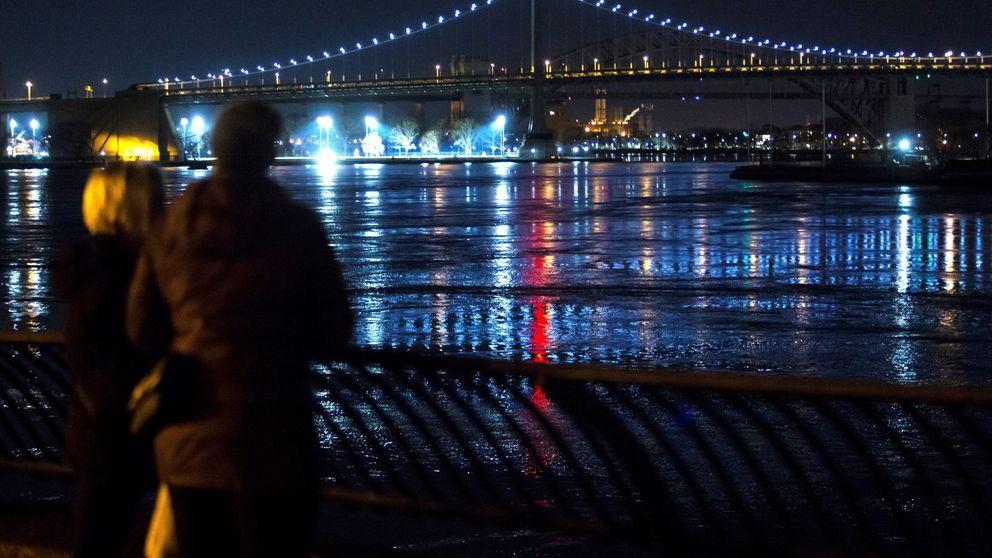 5 muertos al estrellarse un helicóptero en el East River de Nueva York