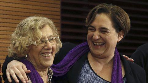 Carmena y Colau cambian de alcaldías: la broma del Día de los Inocentes