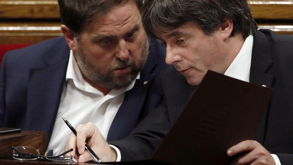 Foto: El presidente de la Generalitat, Carles Puigdemont, y el vicepresidente Oriol Junqueras. (EFE)