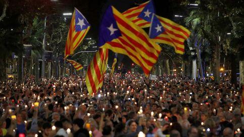 Velas, presos políticos y miles de personas 'sincronizadas' en Barcelona