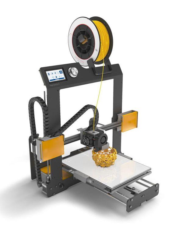 Foto: Los ladrones vaciaron una furgoneta llena de impresoras 3D como la de la foto y metieron todo el material sustraído. (BQ)