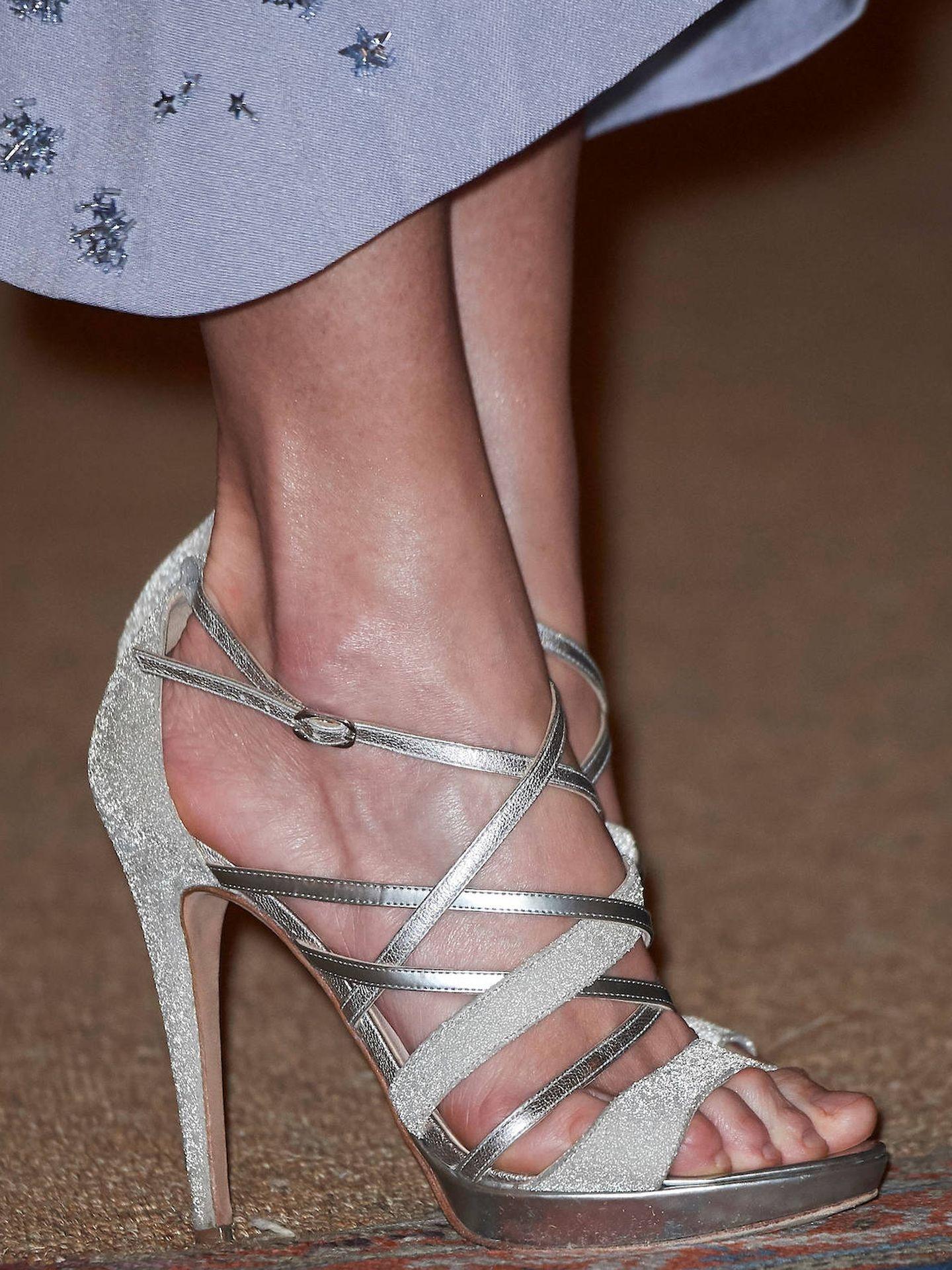 La Reina, con sandalias metálicas. (LP)