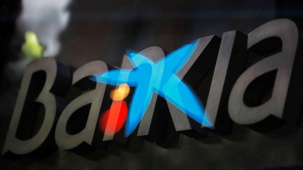 Foto: Imagen por multiexposición de los logos de Bankia y CaixaBank. (EFE)