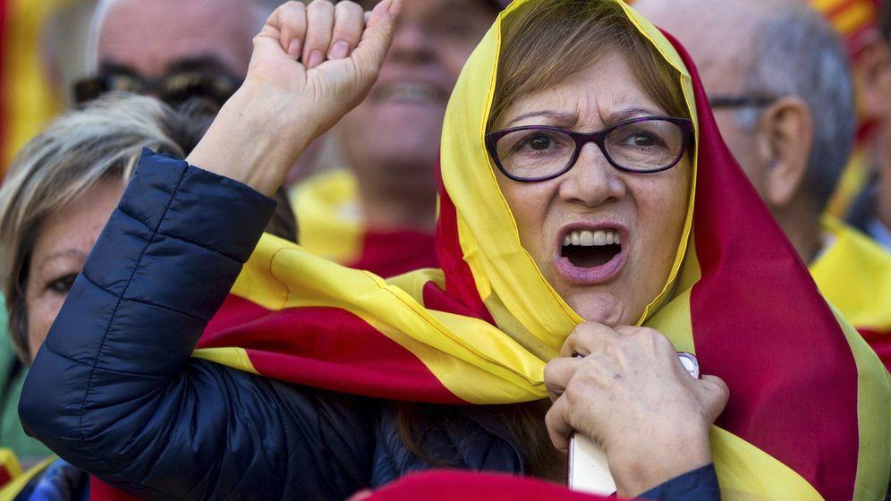 Foto: Manifestación bajo el lema Todos somos Cataluña en contra de la independencia. (EFE)