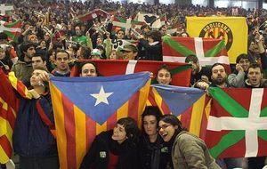 Euskadi-Cataluña, un partido entre 'dos países que buscan su identidad'