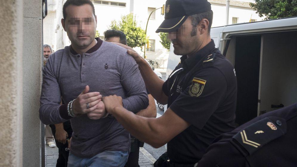 Foto: F.J.M., el único acusado del doble crimen de Almonte. (EFE)
