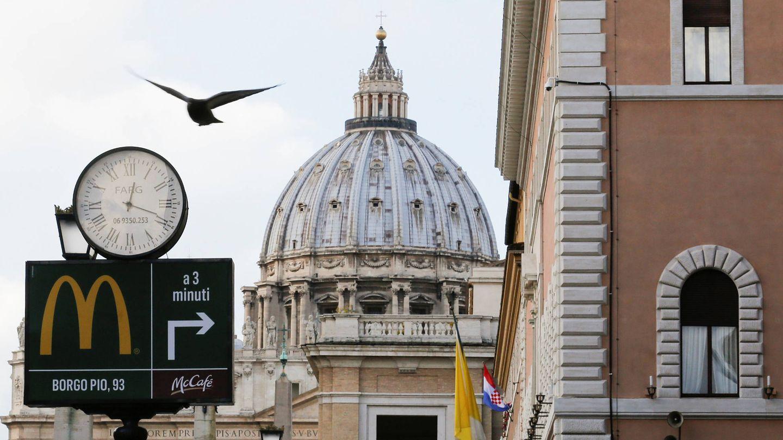 Cartel de McDonald's en Roma. (Reuters)