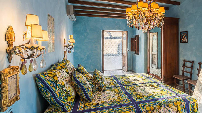 Dormitorio de la villa de D&G. (Foto de Lionard Luxury Real Estate)