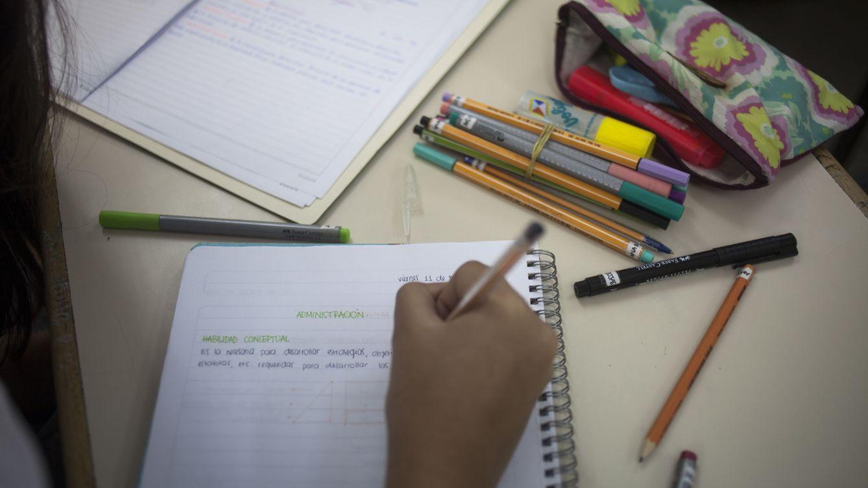 Foto: El 'Panorama de la Educación' detalla el estado de los profesores y alumnos españoles. (Efe)