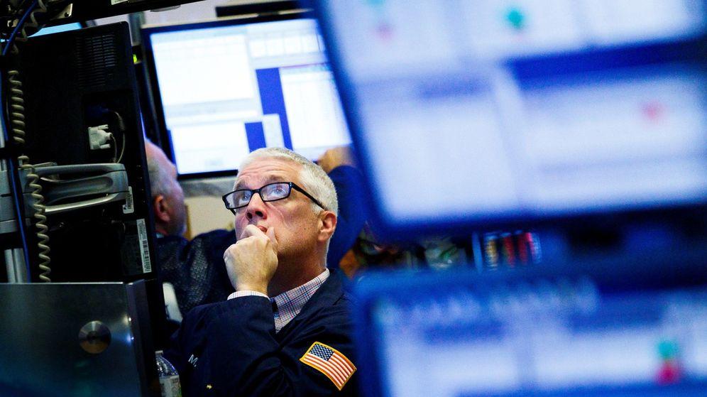 Foto: Un agente trabaja hoy en la bolsa de Nueva York (EE.UU.). (EFE)