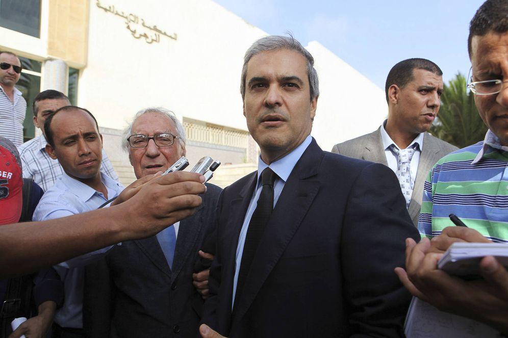 Foto: El príncipe Moulay Hicham a su salida del tribunal de Ain Sebaa, en Casablanca. (Reuters)