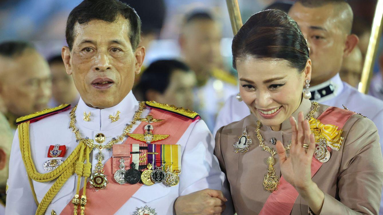 Me da pena la reina de Tailandia: el análisis del periodista más valiente del país asiático