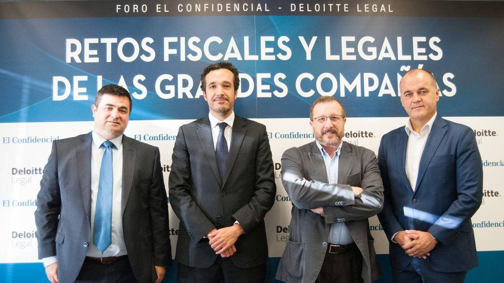 Foto: Julio Gualda, director de Relaciones Laborales de Ferrovial Servicio; Fernando Bazán, socio de Laboral de Deloitte Legal; Carlos Sánchez, director adjunto de El Confidencial y Juan Carlos Rivilla, HRD Global operations.