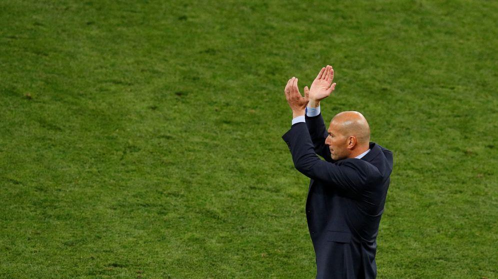 Foto: Zidane aplaude en el Olímpico de Kiev. (Reuters)