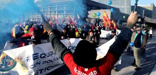 Post de Asombro, orgullo y alguna protesta: marcha de policías y guardias civiles por Donostia