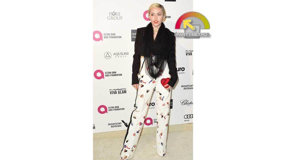 La fiesta de Elton John, esa en la que Miley Cyrus apareció (por fin) vestida