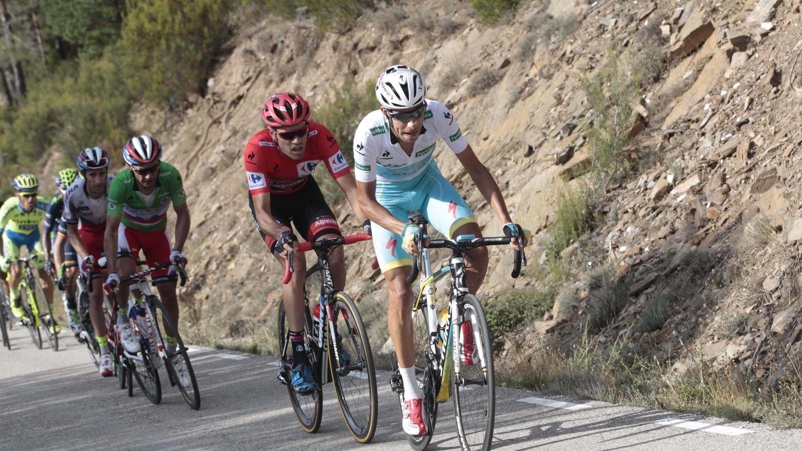 Foto: Aru y Dumoulin, protagonistas del duelo final de la Vuelta.