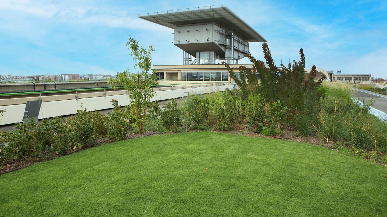 El jardín cuenta con más de 40.000 plantas de 300 especies distintas, todo ello a 28 metros de altura.
