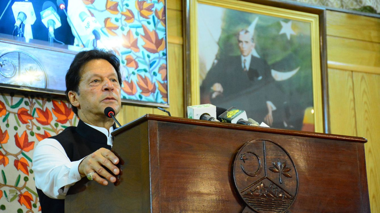 El primer ministro de Pakistán pide colgar a los violadores (aunque luego se arrepiente)