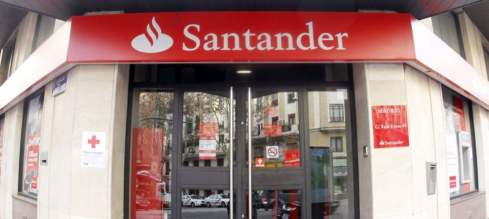 Foto: Fachada de una oficina del Banco Santander en Madrid. (EFE)