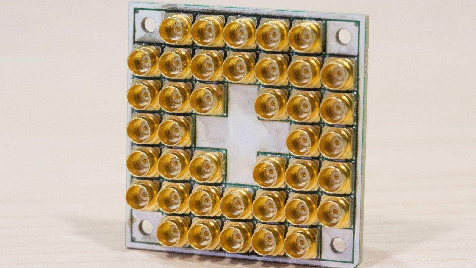 Foto: Un chip superconductor de 17 Qubits presentado en 2017 (Intel)