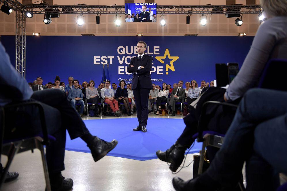 Foto: El presidente francés Emmanuel Macron durante unas sesiones de consultas de ciudadanos sobre Europa, en Epinal. (Reuters)