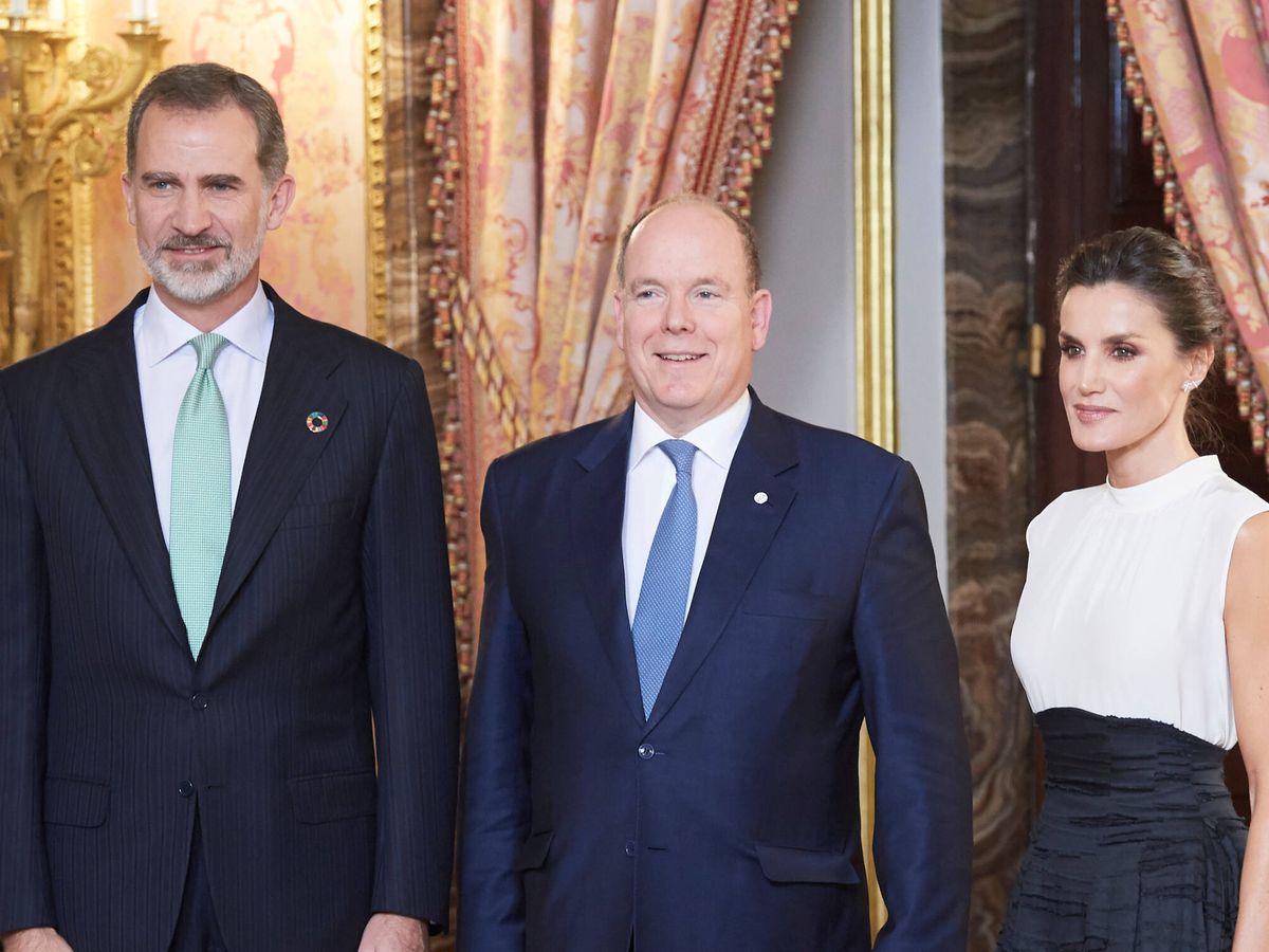 Foto: Los Reyes de España, junto a Alberto de Mónaco. (LP)