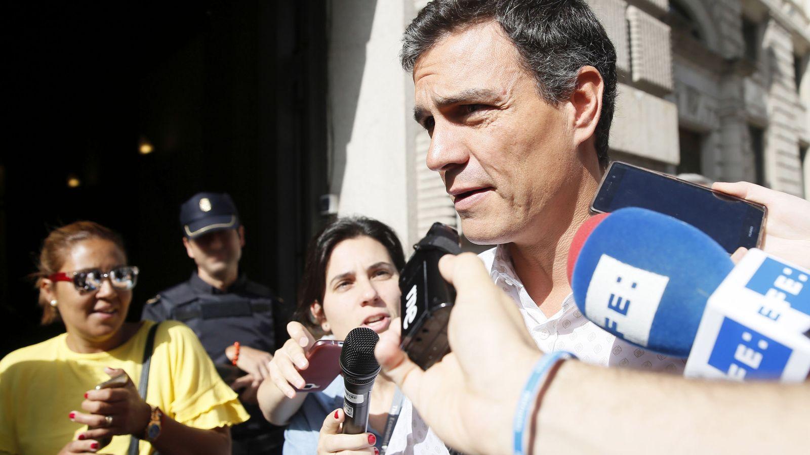 Foto: Pedro Sánchez, el pasado 26 de mayo a su llegada al Congreso de los Diputados para reunirse con la dirección de su grupo. (EFE)