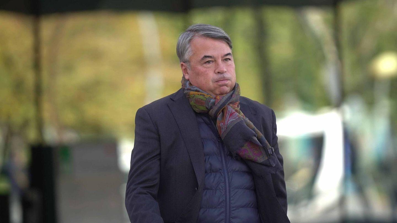 El abogado defensor de los cuatro miembros de 'La Manada', Agustín Martínez Becerra, a la salida del Juzgado de lo Penal número uno de Córdoba. (EFE)