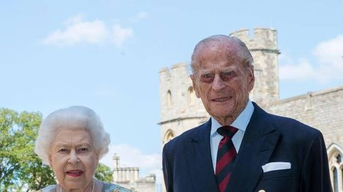 El misterio de la inusual (¿y retocada?) fotografía de Isabel II y Felipe de Edimburgo