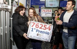76254, el Gordo de la lotería del Niño, cae íntegro en Monforte de Lemos (Lugo)
